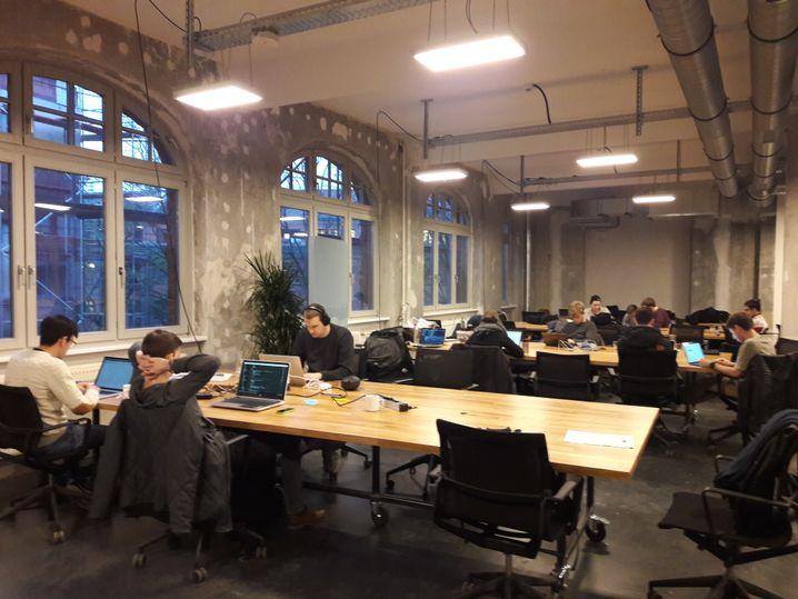 Studenten bei der Projektarbeit