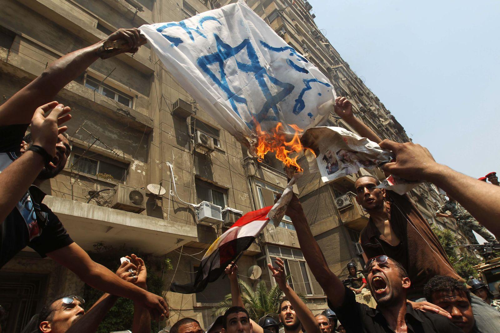 Kairo Demonstration Israel Flagge