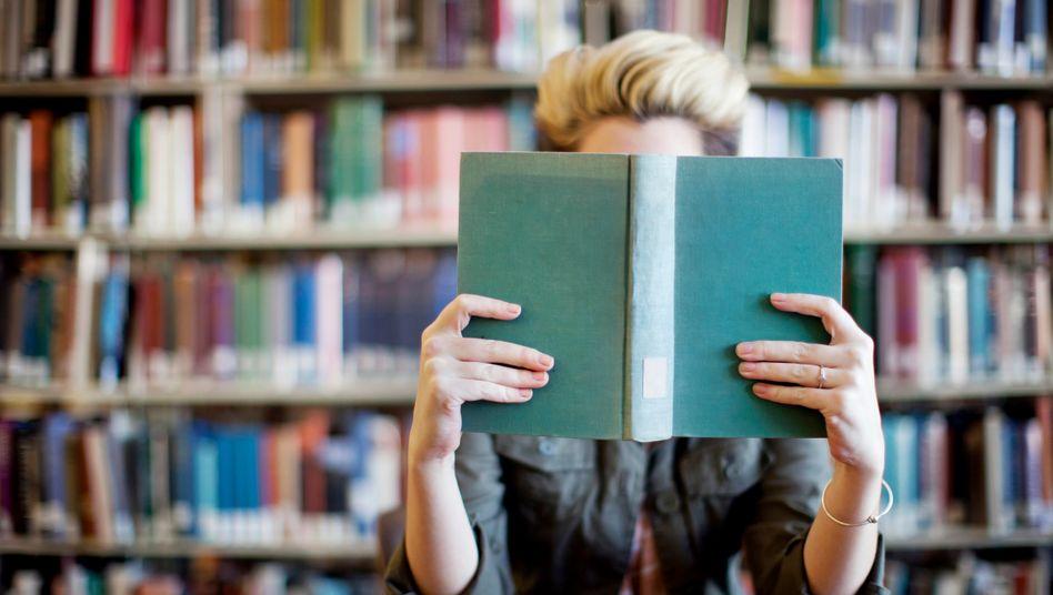 Romane, Gedichte, theoretische Essays: Im Germanistikstudium wird viel gelesen (Symbolbild)