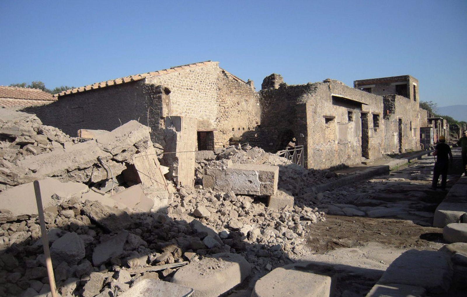 Eingestürztes Gladiatorenhaus in Pompeji