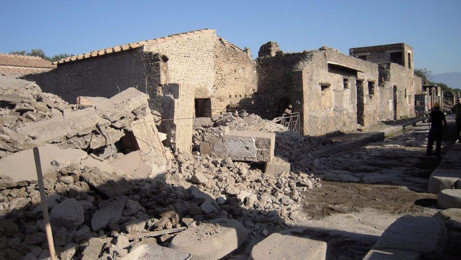 Eingestürztes Gladiatorenhaus in Pompeji (November 2010): Das Kulturerbe verfällt
