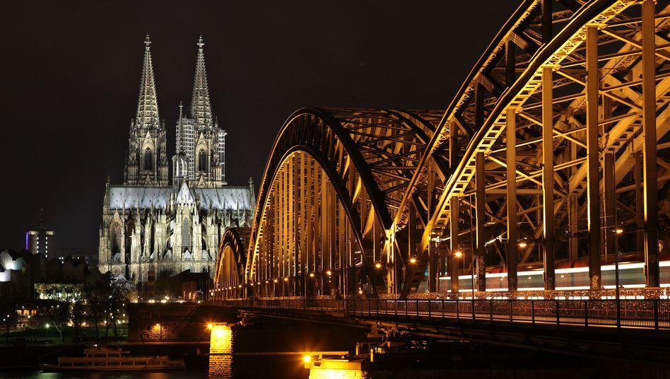 Dom in Köln (Archivbild): Bei Pegida-Demonstration Licht aus