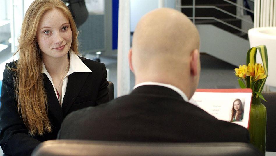 Das Foto von Bewerberinnen beeinflusst ihre Chance auf den Job