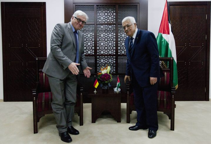 German Foreign Minister Frank-Walter Steinmeier and Palestinian President Mahmoud Abbas