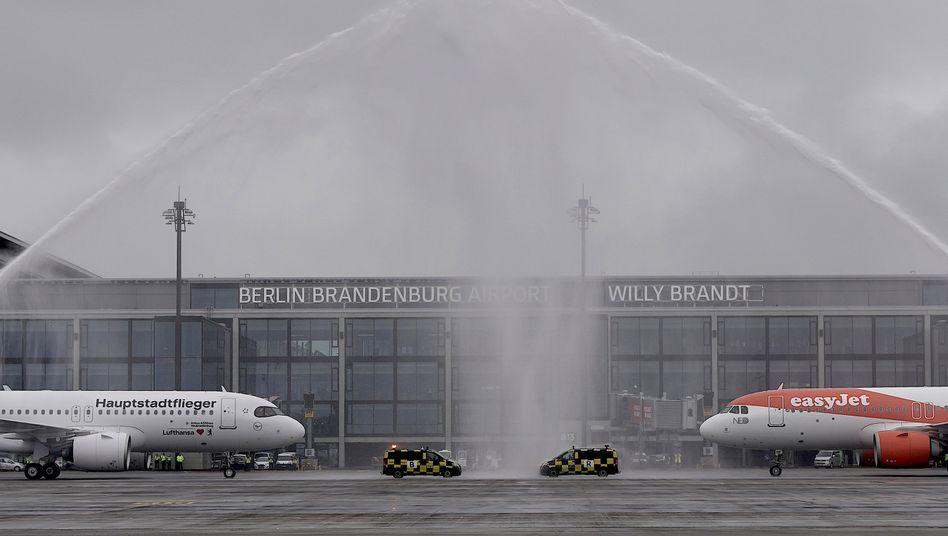 Airbus-Paar auf dem neuen Hauptstadtflughafen: Wenig Beifall