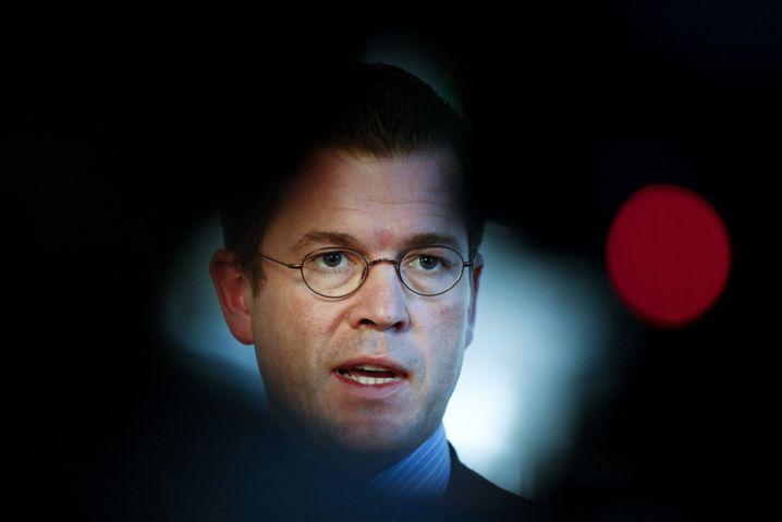 """Minister Guttenberg: """"Entweder sein Ministerium ist wirklich nicht in der Lage, das zu leisten - oder er traut seinen eigenen Leuten nichts zu"""""""