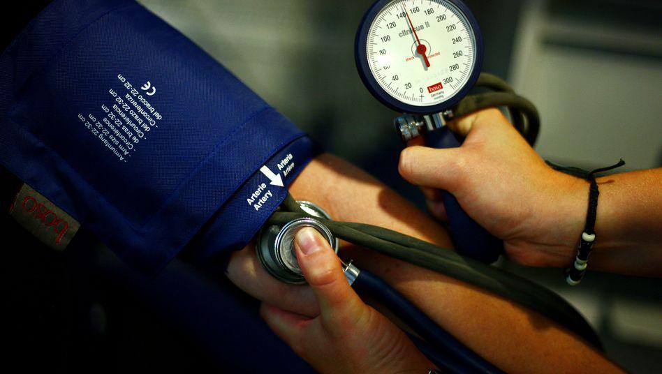 Blutdruck-Messung: Welchen Einfluss hat Anfälligkeit für Stress?