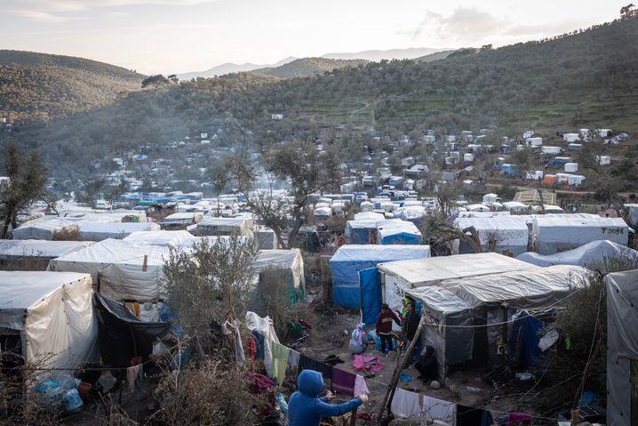Flüchtlingslager Moria: Wie eine wild wuchernde Stadt
