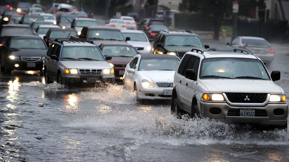 Überschwemmte Straße in Los Angeles: Gouverneur ruft Notstand aus