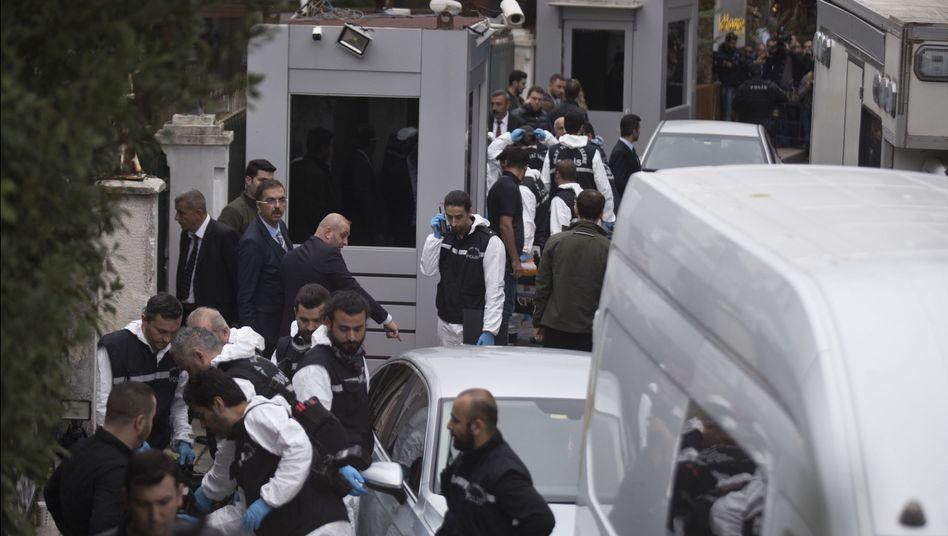 Türkische Ermittler an der Residenz des saudi-arabischen Konsuls in Istanbul
