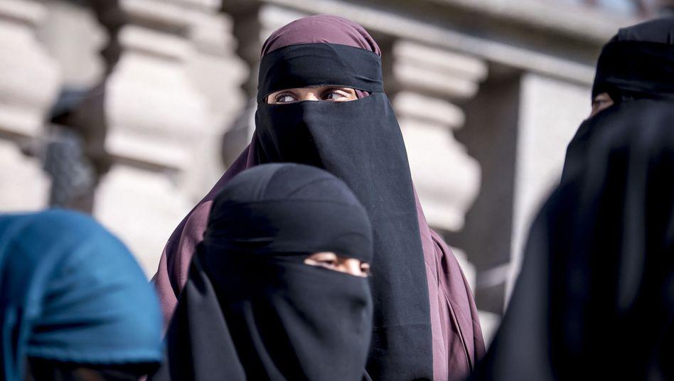 Nikab-tragende Frauen