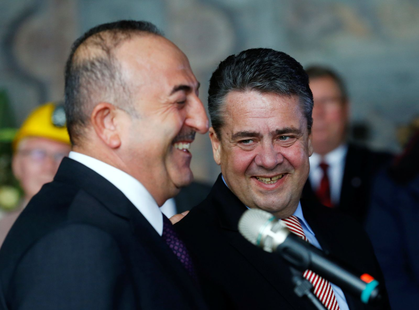 Sigmar Gabriel and his Turkish counterpart Mevlut Cavusoglu