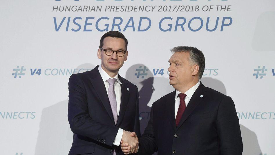 Mateusz Morawiecki, Viktor Orbán (r., Archiv)