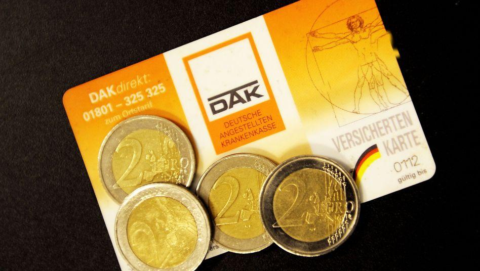 Versichertenkarte (Symbolbild): Pauschalbeitrag von acht Euro monatlich geplant