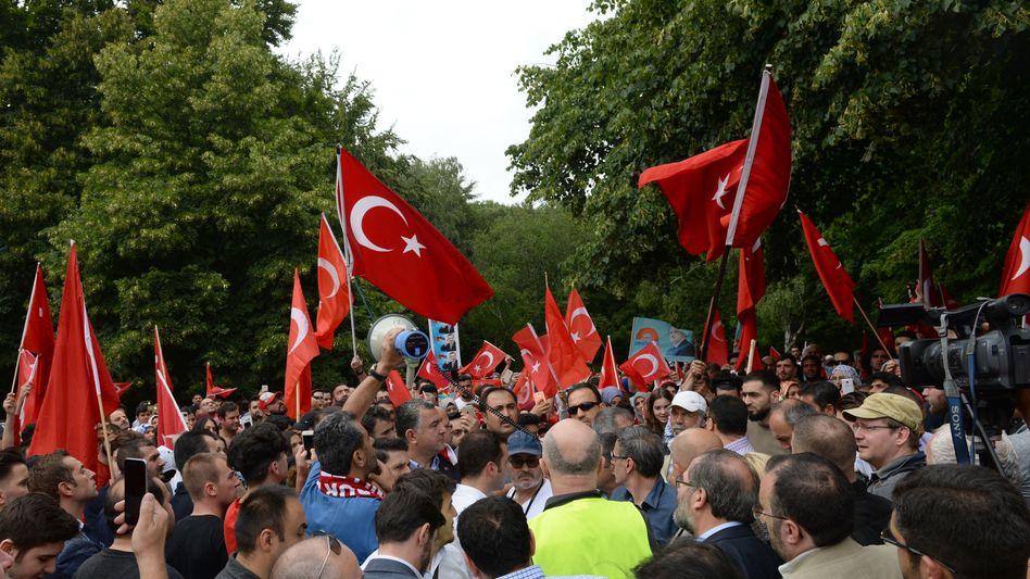Deutsch-Türken nach dem Putschversuch: Demos, Hassmails, Übergriffe
