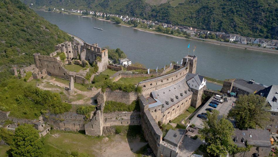 Eine Luftaufnahme mit einer Drohne zeigt Burg Rheinfels