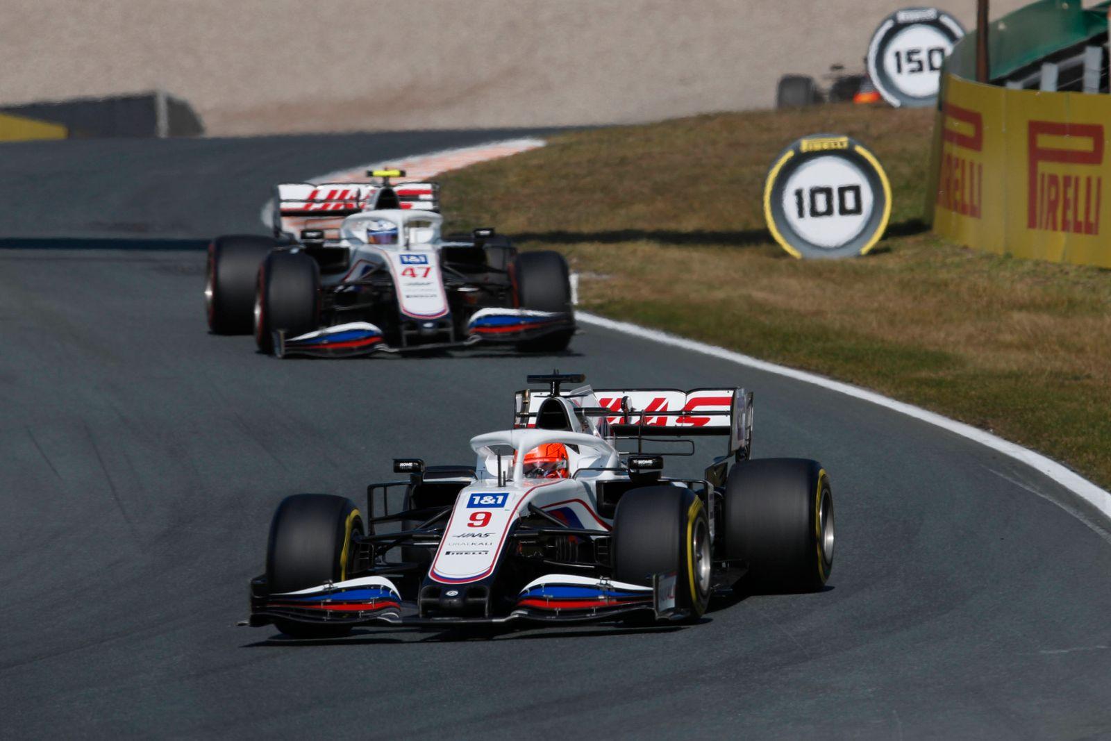 Formula 1 2021: Dutch GP CIRCUIT ZANDVOORT, NETHERLANDS - SEPTEMBER 05: Nikita Mazepin, Haas VF-21, leads Mick Schumach