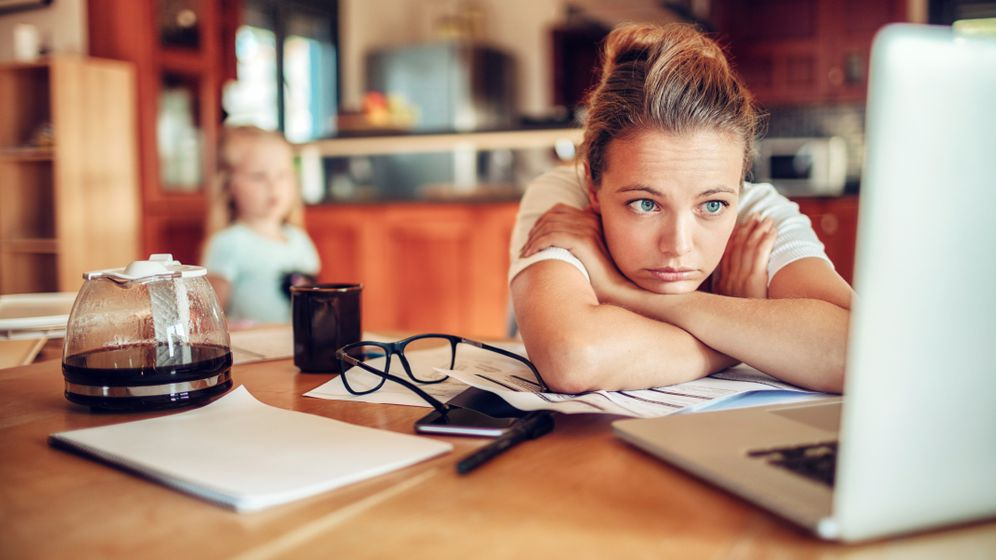 Berufstätige Mutter: Wie geht gerechte Arbeitsteilung zu Hause?