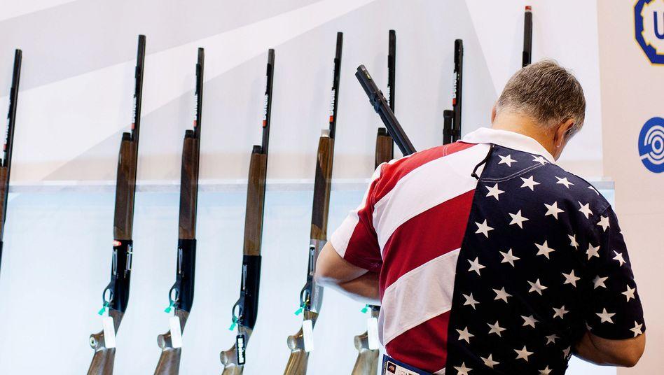 Besucher bei NRA-Präsentation