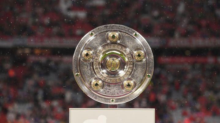 Bundesliga-Auftakt: Ein Elfmeter, zwei Videobeweise, vier Tore
