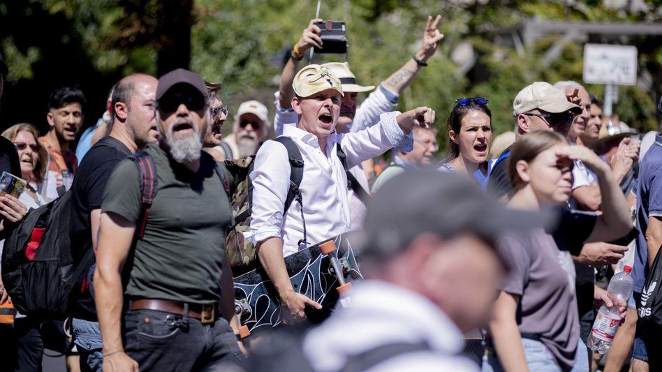 Teilnehmer der Demonstration gegen die Coronabeschränkungen