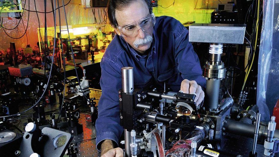 Physiker Wineland mit Ionenfalle Überholt der Schüler seinen Lehrer?