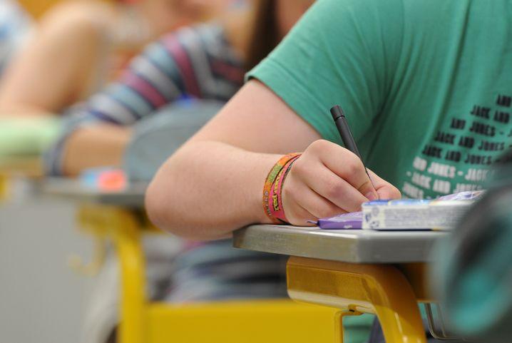 """""""In erster Linie von Zensuren und Prüfungen her gedacht"""": Schüler in Straubing beim Schreiben der Abschlussklausuren"""