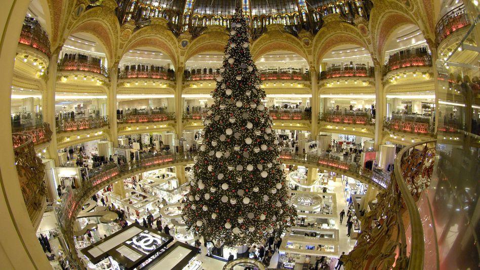 Weihnachtsbaum in der Galleries Lafayette (Archivbild)