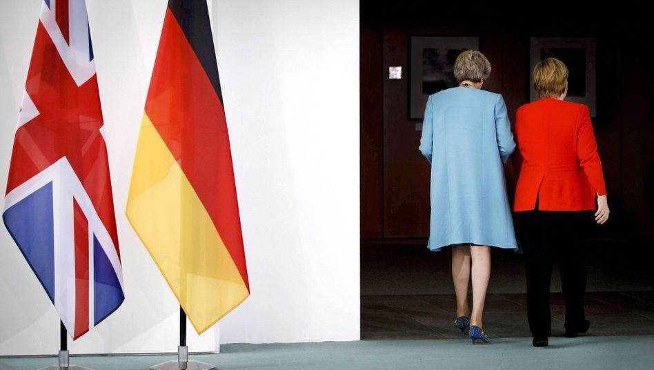 Theresa May (links), Angela Merkel (im Sommer 2018)