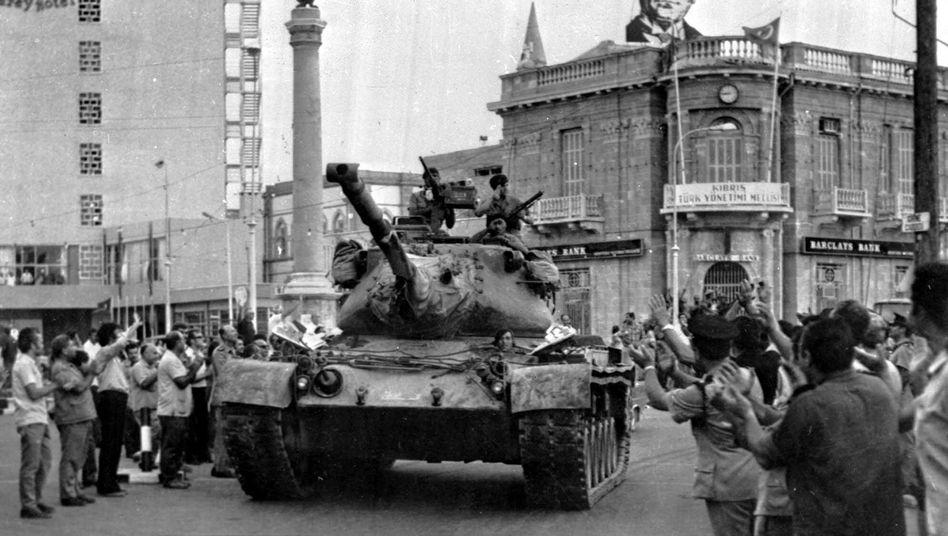 Türkischer Panzer in Nikosia (Juli 1974): Ankara muss Strafe zahlen