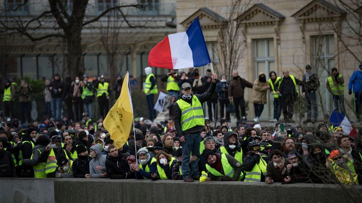 Frankreich: Ausschreitungen zwischen Polizei und Gelbwesten