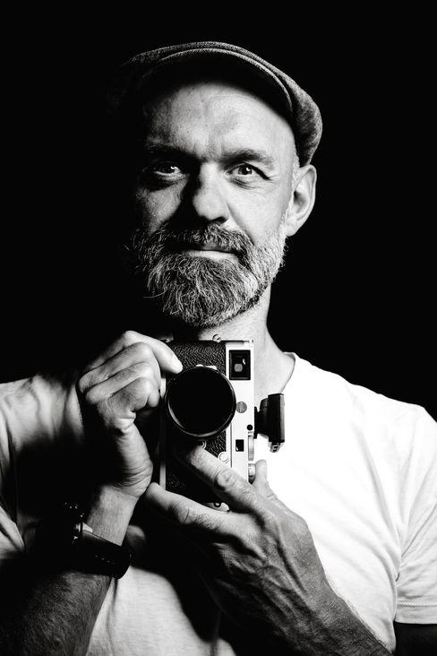 Fotograf Günter Valda im Selbstporträt