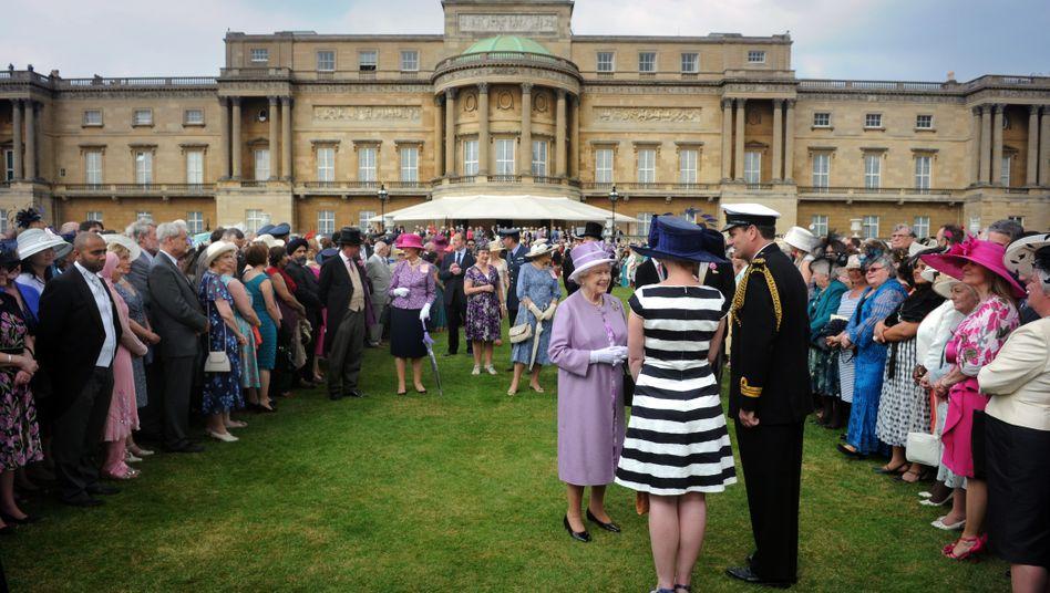 27.000 Tassen Tee werden im Schnitt bei einer Gartenparty der Queen getrunken