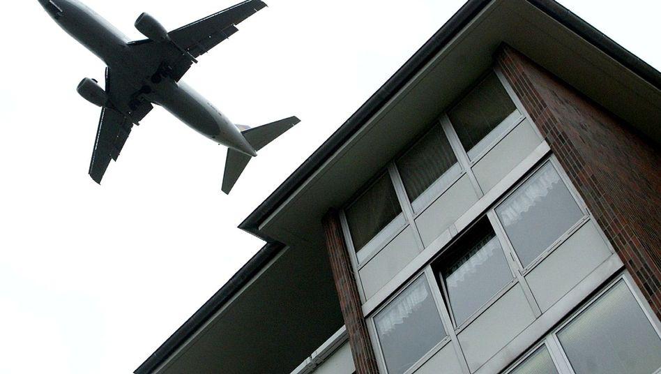 Flugzeug über Berlin: Lärm verursacht zahlreiche Gesundeitsprobleme