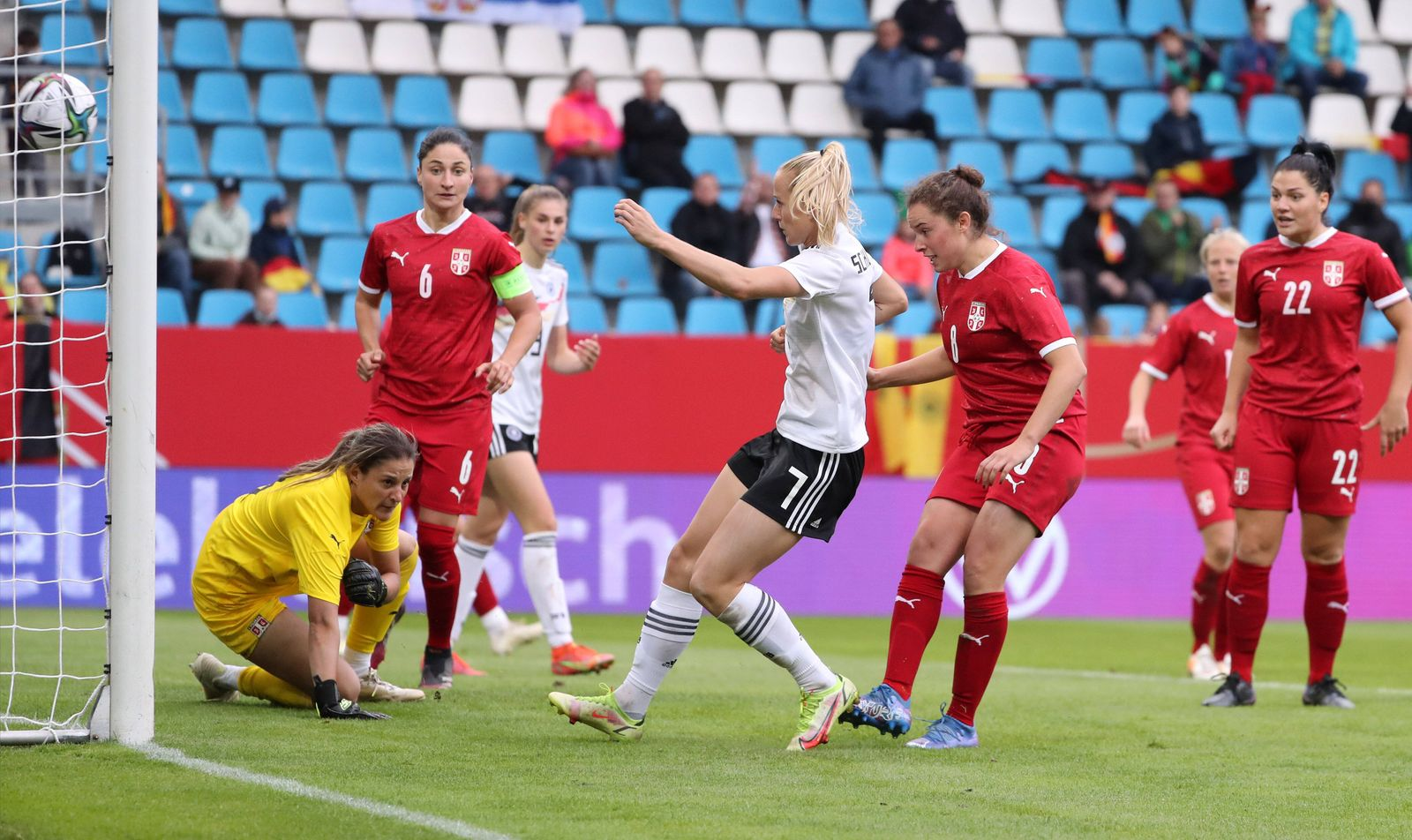 Deutschland - Serbien / 21.09.2021 Chemnitz, 21.09.2021, Stadion an der Gellertstrasse, Fussball, Frauen Länderspiel ,