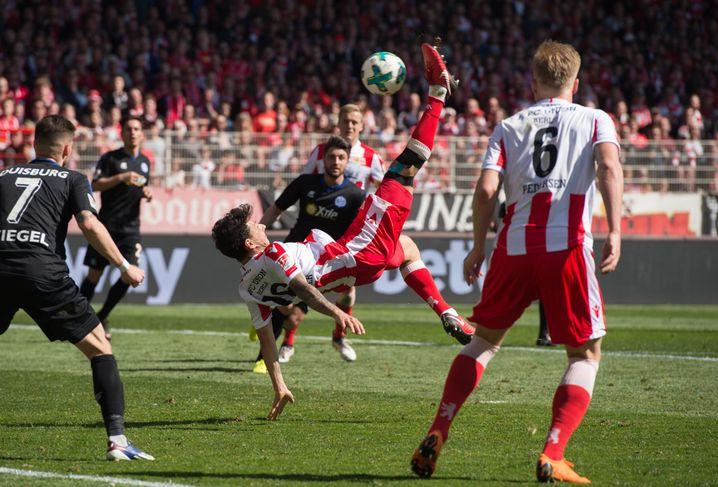 Philipp Hosiner akrobatisch