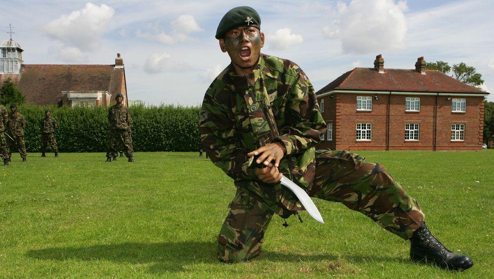 Britische Gurkhas: Kampf gegen die Sparkommissare