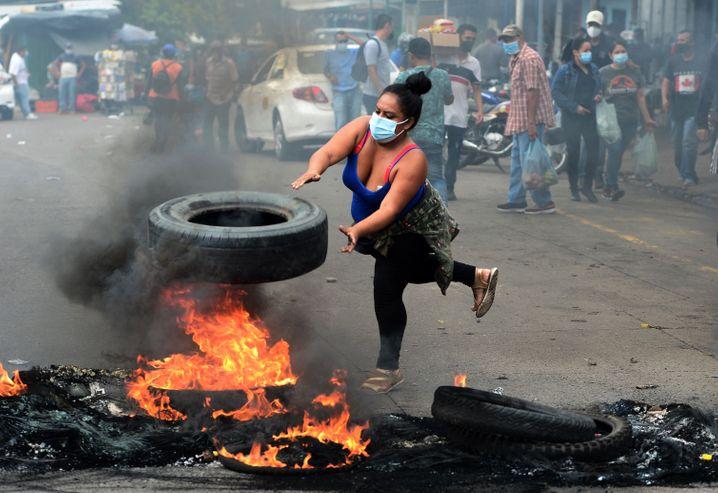 In Honduras protestieren Straßenverkäufer gegen die Schließung von Märkten
