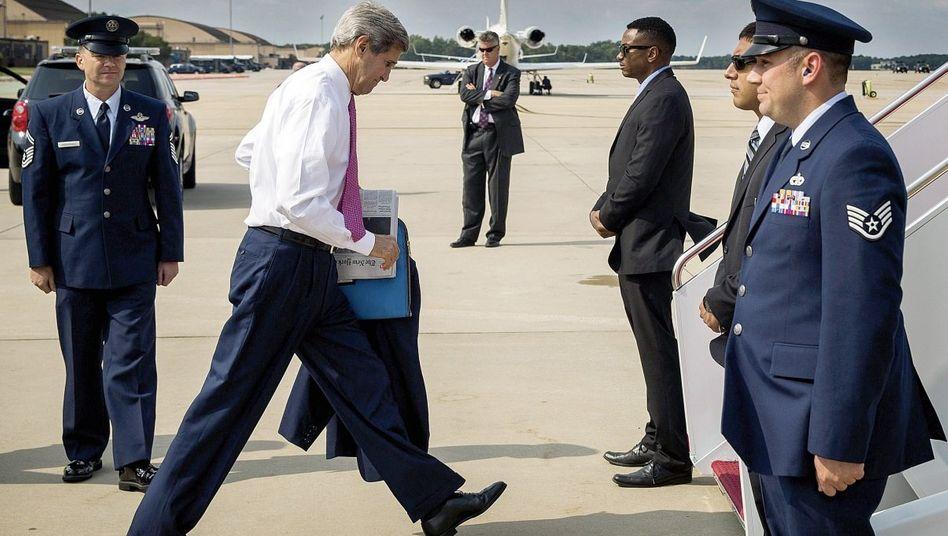 Vermittler Kerry auf dem Militärflughafen von Washington, D. C.: Über 300000 Flugmeilen innerhalb von zwölf Monaten