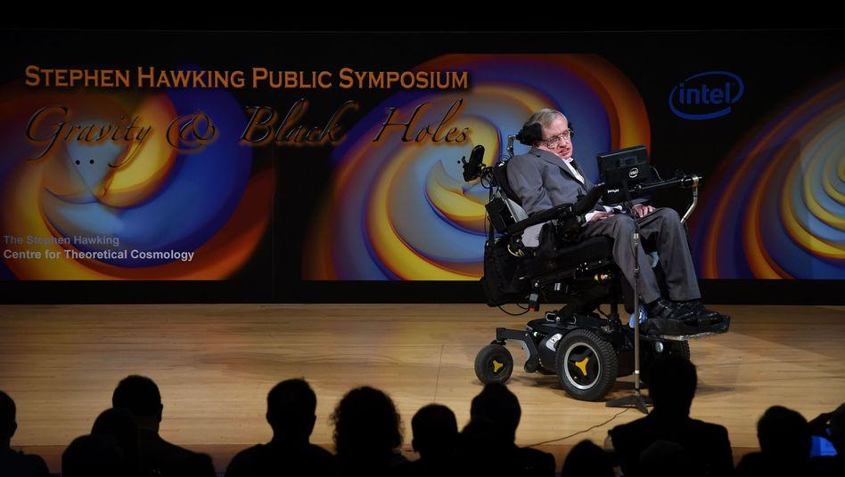 Stephen Hawking am 2. Juli 2017 bei einem Vortrag in Cambridge (Großbritannien)
