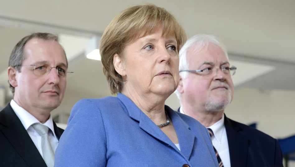 Merkel, Schleswig-Holsteins Ministerpräsident Carstensen: Nordländer fordern große Bonds