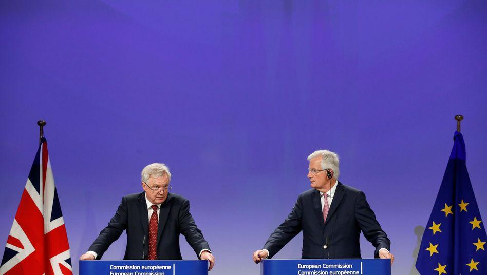 Großbritanniens Brexit-Minister David Davis und EU-Chefunterhändler Michel Barnier