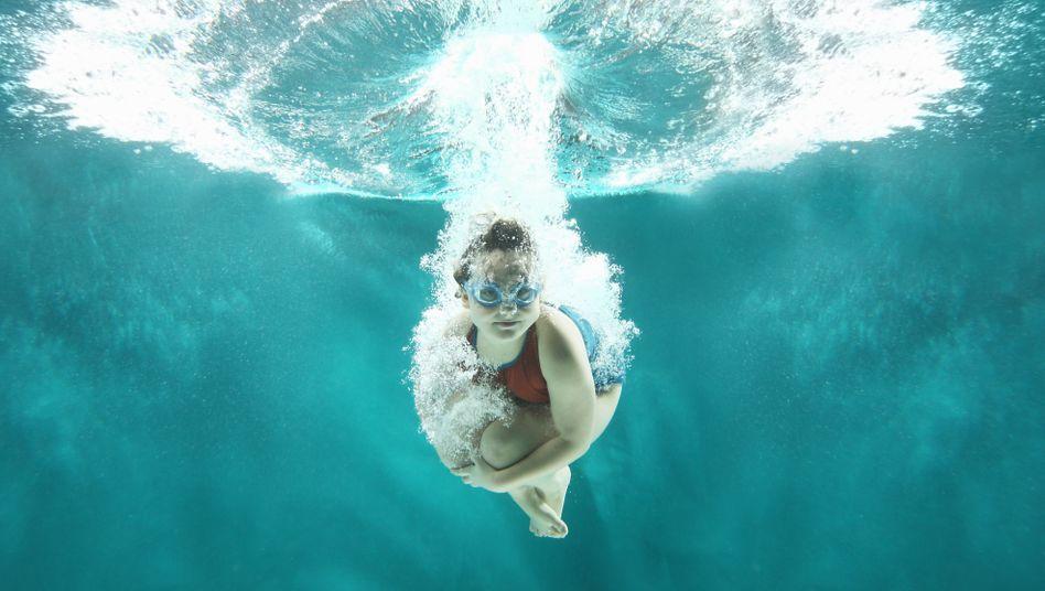 Platsch: Ein Mädchen entdeckt die Unterwasserwelt