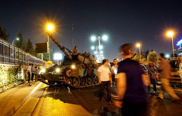 Panzer in Istanbul in der Putschnacht vom 16. Juli 2016