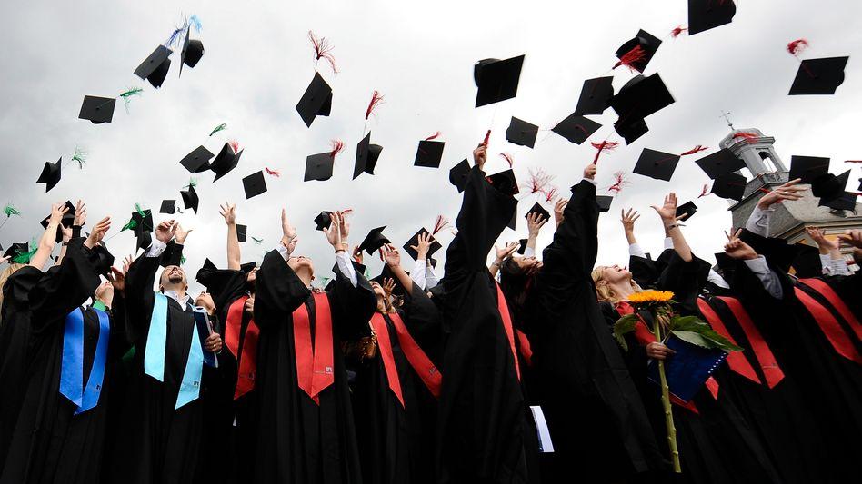 Absolventen: Bachelor- und Masterstudenten beenden ihr Studium sehr schnell