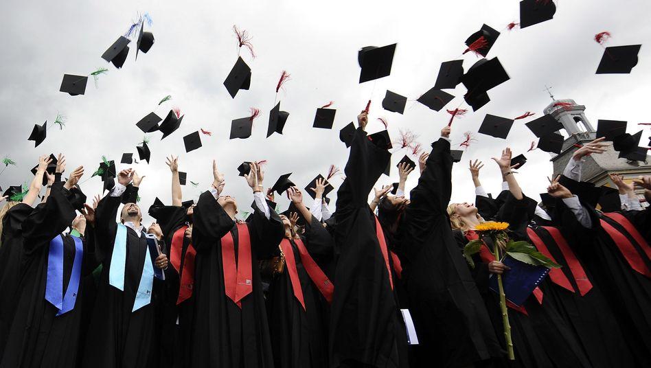 Fertig! Muss Bachelor-Absolventen bange sein? Nein, sagt eine neue Studie