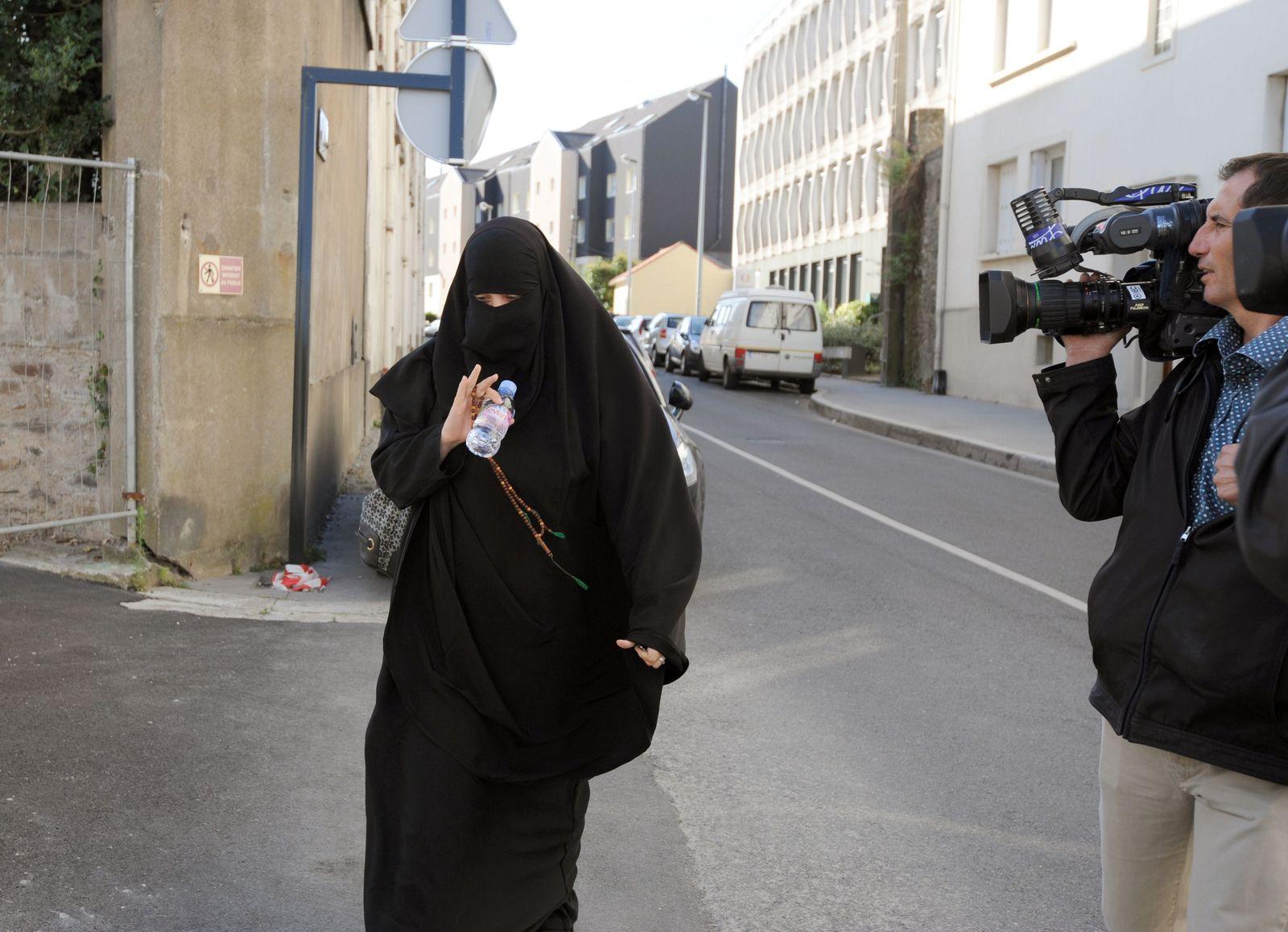 Frankreich/ Frau/ Niqab