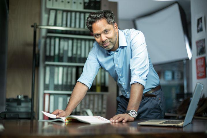 """Murtaza Akbar: """"Der Kanal ist den Konzernen wichtiger als die Menschen"""""""