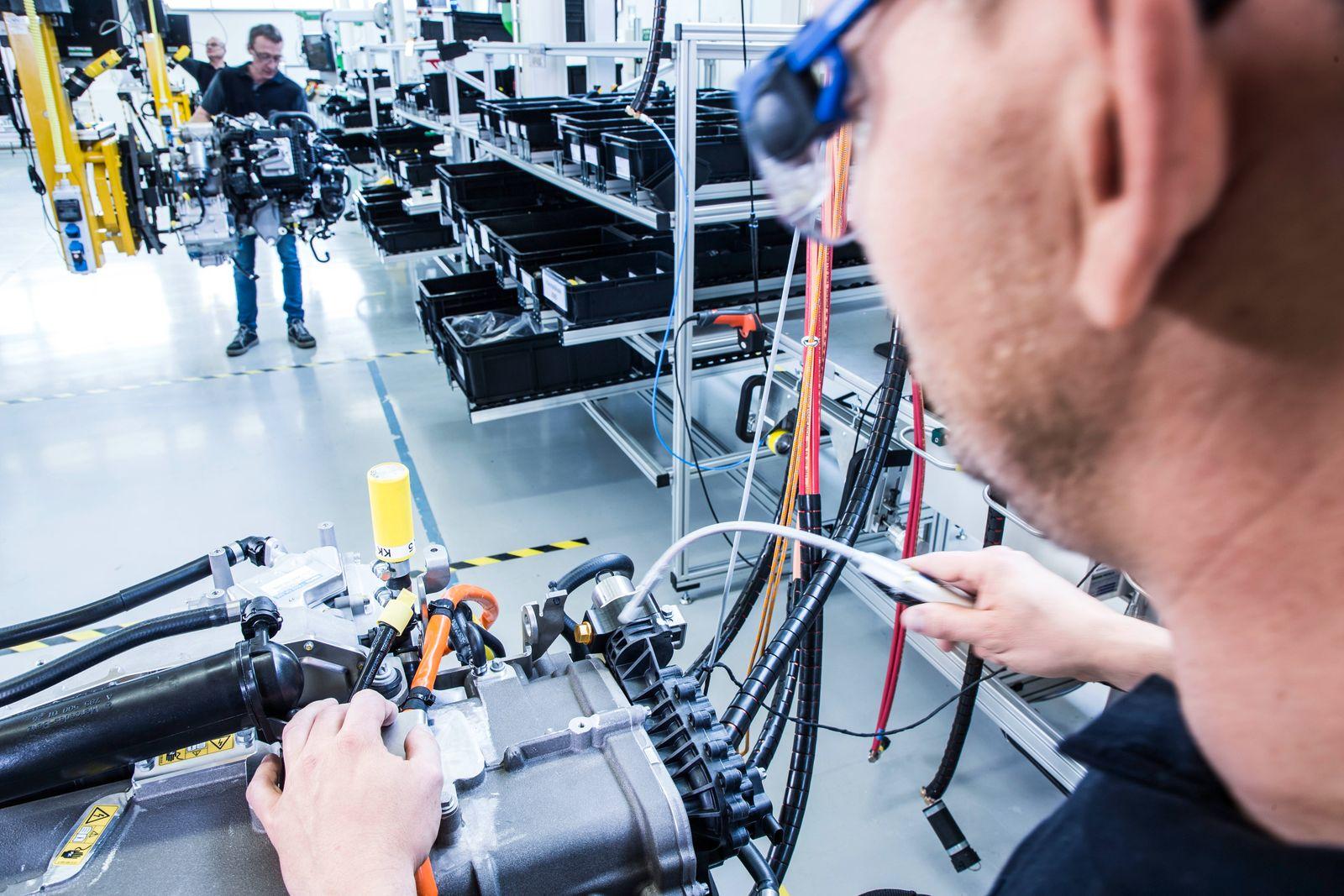 Hinter den Kulissen der Brennstoffzellen-Mobilität Behind the scenes of fuel cell mobility