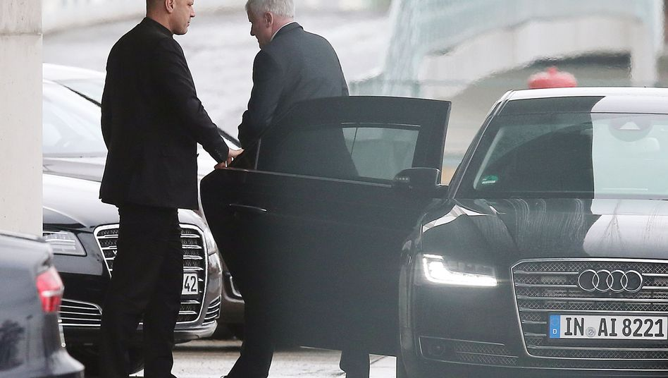 Bayerns Ministerpräsident Horst Seehofer vorm Kanzleramt